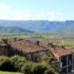 Panorama de la Vall d'en Bas desde el poble de El Mallol